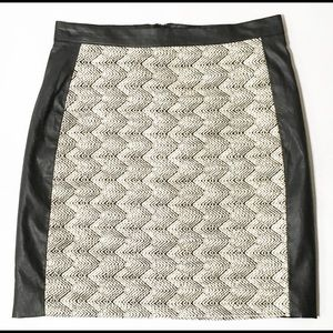 H&M Skirt Black Off White Faux Leather Boucle Sz 6